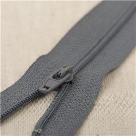 Fermeture fine Polyester N°2 couleur gris foncé