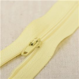Fermeture fine Polyester N°2 couleur jaune paille