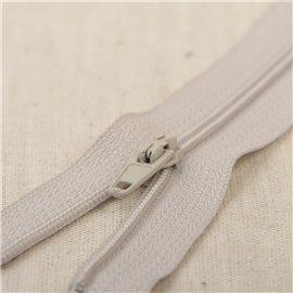Fermeture fine Polyester N°2 couleur gris argent
