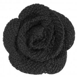 Petite fleur noire en laine sur broche