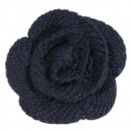Petite fleur bleu marine en laine sur broche